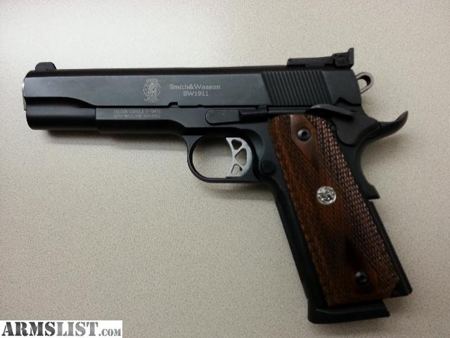 http://cdn2.armslist.com/sites/armslist/uploads/posts/2013/04/25/1519916_01_smith_wesson_1911_45_acp_640.jpg