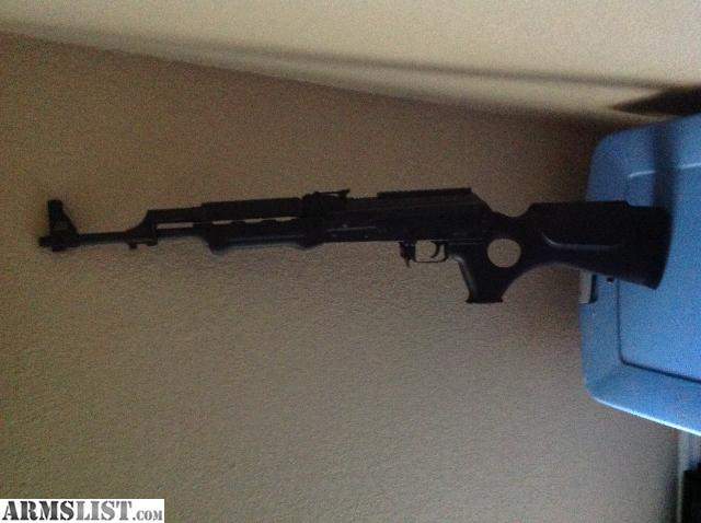 Eaa zastava pap rifle. Made in Serbia.2 Single stack 10 rd mags, like