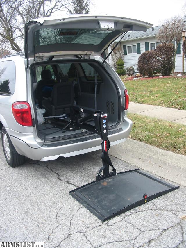 armslist for sale 2007 chrysler town and country stow go van with backpacker wheelchair lift. Black Bedroom Furniture Sets. Home Design Ideas