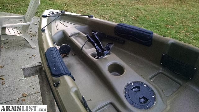 Object moved for 10 ft sun dolphin fishing kayak